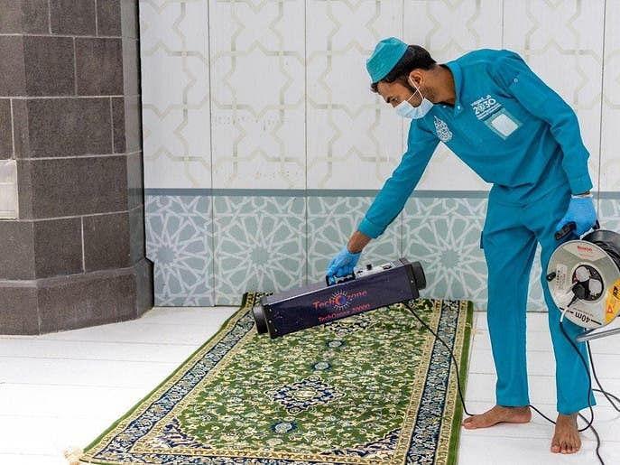 رمضان کے آخری عشرے میں الحرمین الشریفین کی جراثیم کش مواد سے تطہیر