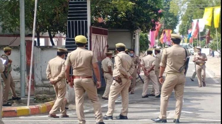 سہارنپور: مسجد میں 'اجتماعی نماز' پڑھنے پر 15 لوگ گرفتار، 30 کے خلاف مقدمہ درج