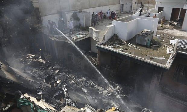 کراچی طیارہ حادثہ: بدقسمت پرواز کے دو خوش قسمت مسافر، ایک کمال امروہی کے رشتہ دار