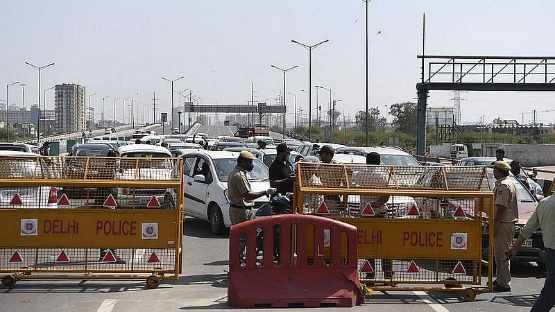 آمد و رفت سے منع کرنے پر لوگوں نے دہلی-گروگرام سرحد پر کیا پتھراؤ، دیکھیں ویڈیو