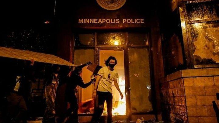گورے افسر کے ہاتھوں سیاہ فام شخص کی ہلاکت کے بعد امریکہ کے کئی شہروں میں ہنگامہ