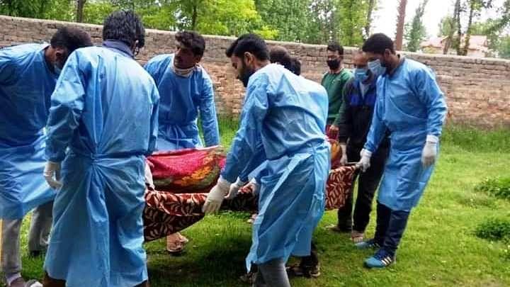 کشمیری مسلمانوں نے پنجاب کے غیر مسلم بڑھئی کی آخری رسومات انجام دیں