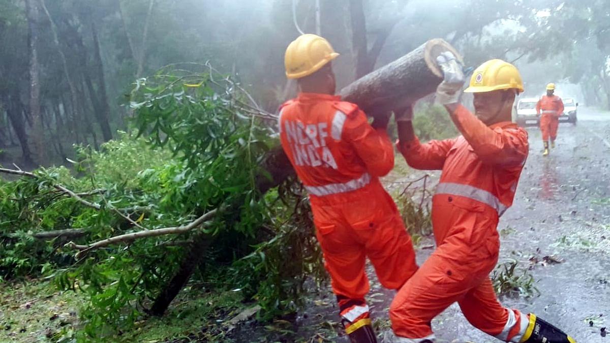 امفان طوفان کے بنگال کے ساحلی علاقوں سے ٹکرانے کا سلسلہ جاری