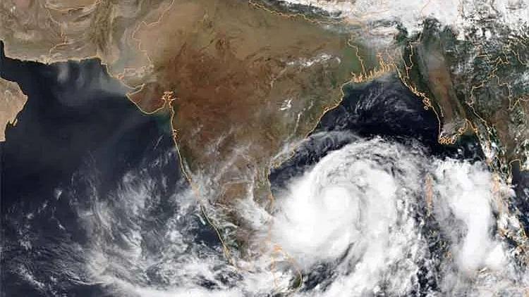 طوفان 'امفان' پر کابینہ سکریٹری کی تیسری جائزہ میٹنگ، امت شاہ اور ممتا کی فون پر گفتگو