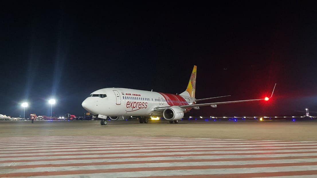 خاتون ایئر انڈیا کے طیارہ میں شوہر کی لاش لیکر وطن پہنچی