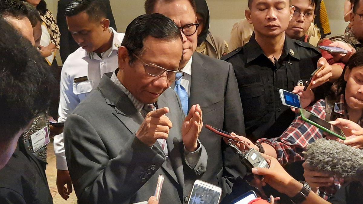 'کورونا وائرس بیوی جیسا ہے، برداشت کریں': انڈونیشی وزیر