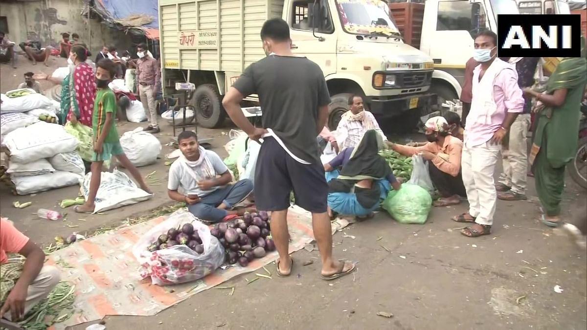 آزاد پور منڈی کے دوکاندار پریشان، سبزی مہنگی، بکری کم
