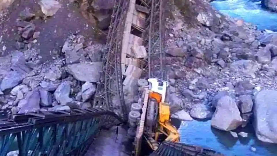چین کی سرحد سے جوڑنےوالے ویلی برج کے انہدام کی جانچ شروع، مقدمہ درج