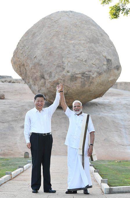 وزیر اعظم نریندر مودی اور چینی صدر شی جن پنگ نے تمل ناڈو کے ممالاپورم میں واقع  یونیسکو کے عالمی ہیریٹیج مقام   کا دور کیا (11 اکتوبر 2019)
