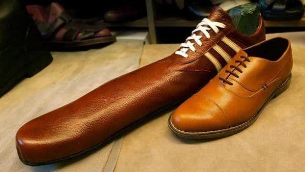 کیا لمبے  جوتوں سے سماجی فاصلے بڑھائے جا سکتے ہیں؟