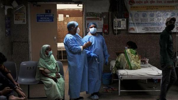 دہلی: پرائیویٹ اسپتالوں میں کورونا  کے علاج کی فیس میں تین گنا کٹوتی