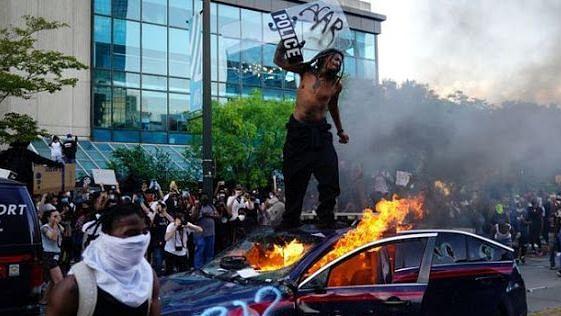جارج فلائیڈ  معاملہ: ٹرمپ کے فوج بھیجنے کے اصرار کے بعد احتجاج و مظاہرہ میں مزید شدت