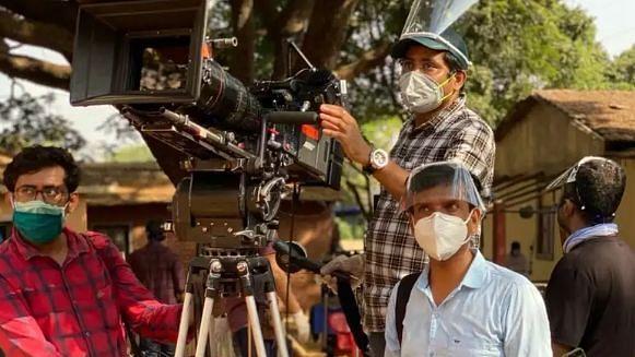کورونا کا اثر :  آنے والی فلموں میں 'بوس و کنار منع'