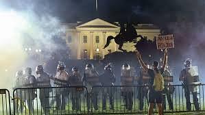 امریکہ میں تشدد کی آگ وہائٹ ہاؤس تک پہنچی، ٹرمپ مع اہل خانہ بنکر میں چھپنے کو مجبور