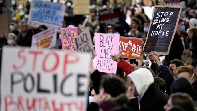 امریکہ کے بعد اب فرانس میں 'سیاہ فام شہری' کو انصاف دلانے کے لیے مظاہرہ