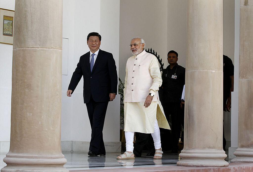 نئی دہلی میں واقع حیدرآباد ہاؤس میں وزیر اعظم نریندر مودی چینی صدر شی جن پنگ کے ساتھ (18 ستمبر 2018)