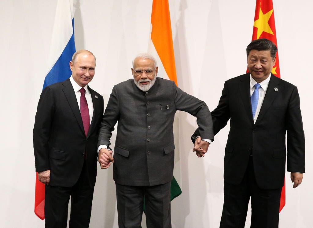 جاپان کے شہر اوساکا میں جی۔20 سربراہی اجلاس 2019   کے موقع پر وزیر اعظم نریندر مودی روسی صدر پوتن اور چینی صدر شی جن پنگ کے ساتھ (28 جون  2019)