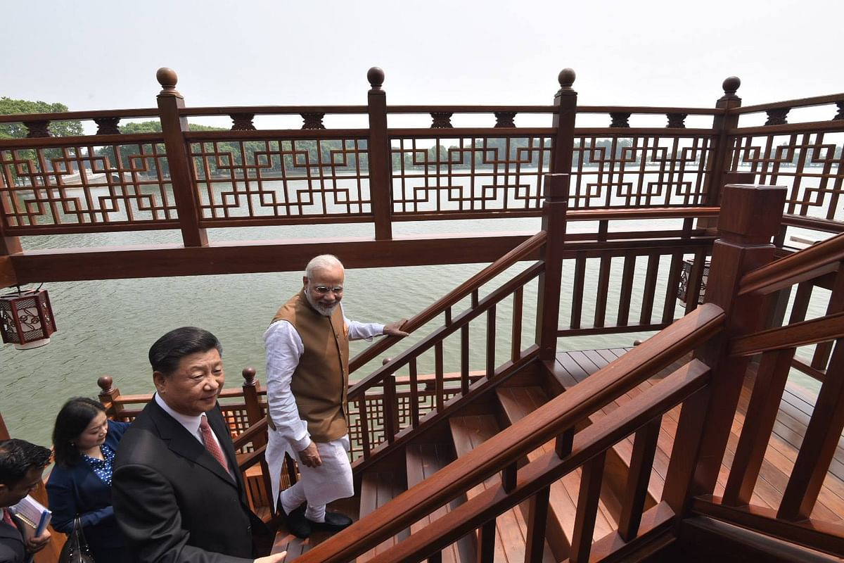 چینی شہر ووہان میں واقع ایسٹ لیک میں ہاؤس بوٹ میں وزیر اعظم نریندر مودی اور چینی صدر شی جن پنگ (28 اپریل 2018)