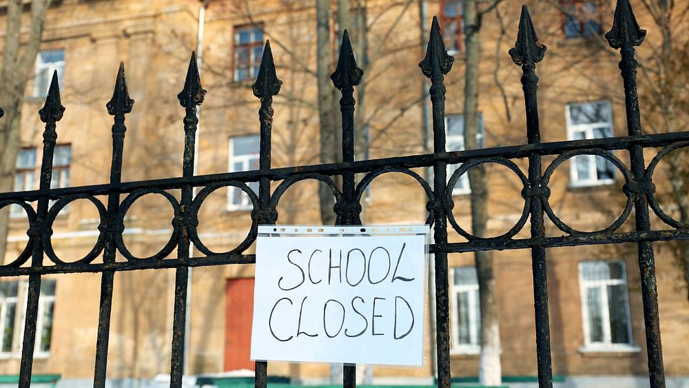 کورونا کا قہر: کئی ریاستوں میں بڑھا لاک ڈاؤن، راجدھانی دہلی میں اسکول 31 جولائی تک بند