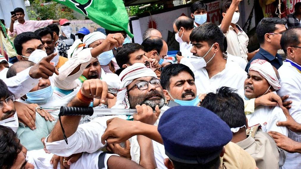 لکھنؤ: شاہنواز کی گرفتاری کے خلاف احتجاج، کانگریس صدر اجے للو سمیت پارٹی کارکنان گرفتار