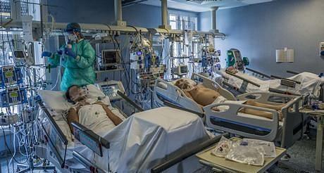 دہلی: اسپتالوں میں کورونا کے مریض پریشان، نہ علاج کا مناسب انتظام نہ ہی کھانے کا
