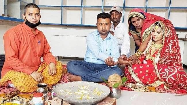 پنجاب: لاک ڈاؤن میں پھنسے دلہن کے والدین، مسلم فیملی نے کیا 'کنیا دان'