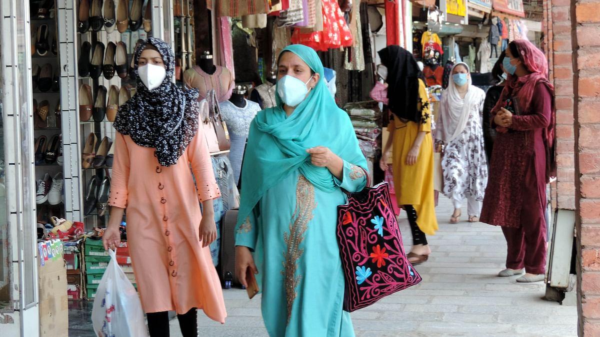 کشمیر: عید کے پیش نظر بازاروں میں گہماگہمی، تصویری جھلکیاں