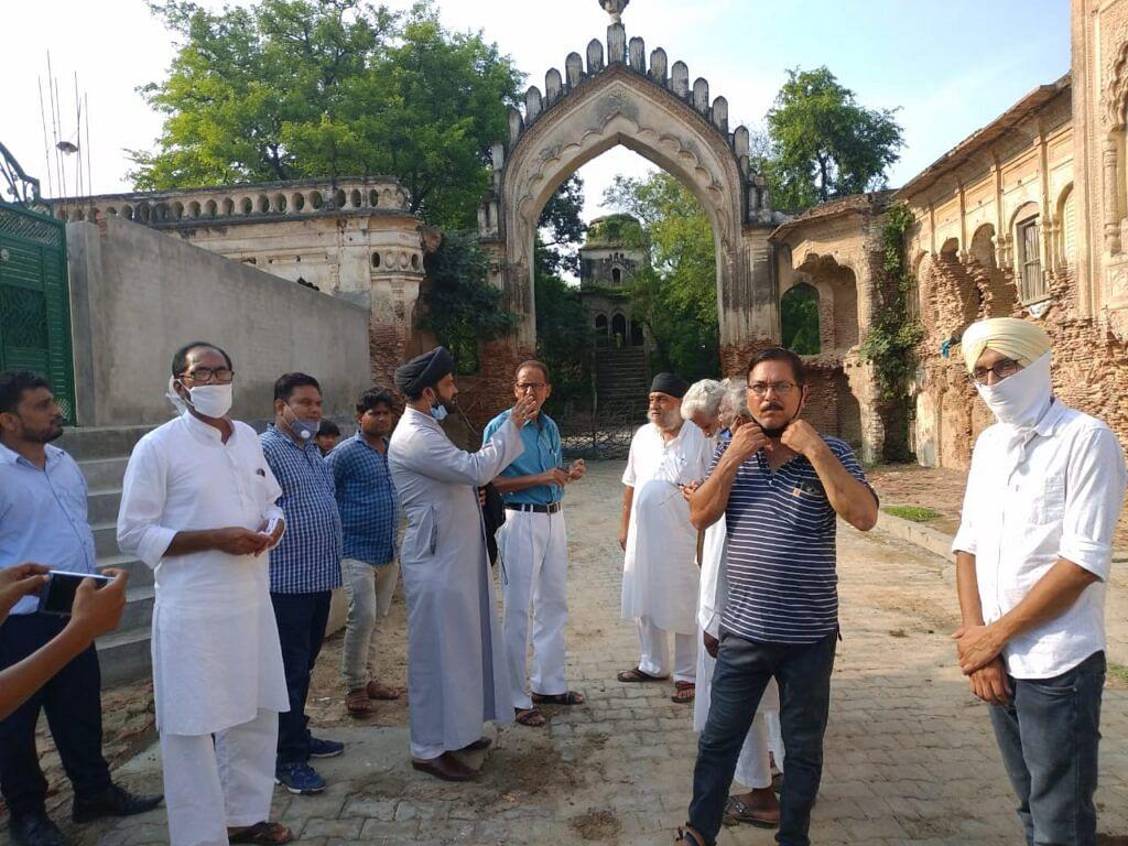 مکہ درزی امام باڑہ، تصویر ہندوستان نامہ