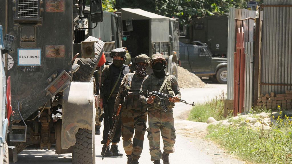 کشمیر: کولگام تصادم میں 3 جنگجو ہلاک، 2 فوجی اہلکار زخمی