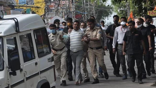 وکاس کی اُجین سے گرفتاری: یوپی پولیس پشیماں، اپوزیشن یوگی حکومت پر حملہ آور