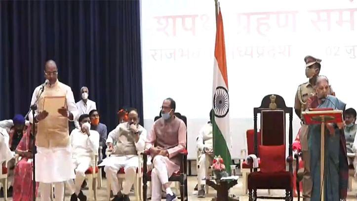 شیوراج کابینہ میں توسیع، 28 وزیروں کی حلف برداری، اوما بھارتی ناراض