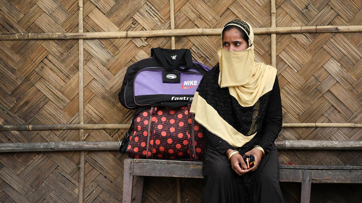 آسام: لاک ڈاؤن کا اچانک اعلان ہونے کے بعد گوہاٹی میں بس کا انتظار کرتی خاتون /  Getty Images