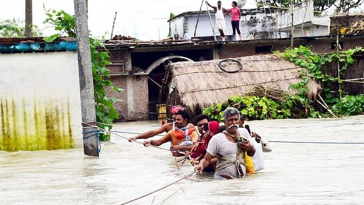 بہار: گھر کے اندر سیلاب کا پانی، چھتوں پر موسلادھار بارش، لوگوں کی زندگی محال