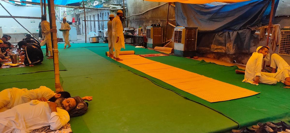 آئی ٹی او واقع جمعیة علماء ہند کے دفترمیں غیر ملکی جماعتیوں کے لیے نماز ادا کرنے اور کھانا کھانے کی  جگہ- تصویر نواب علی اختر