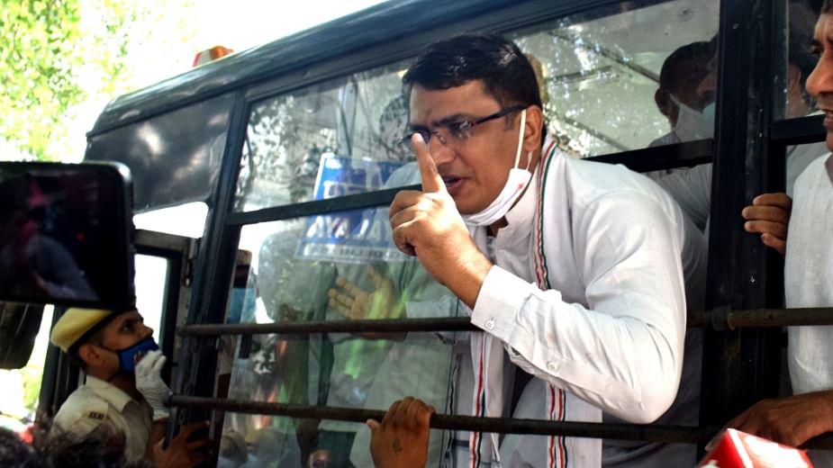 راج نیواس مارچ: دہلی کانگریس صدر سمیت کئی پارٹی کارکنان کو پولس نے حراست میں لیا