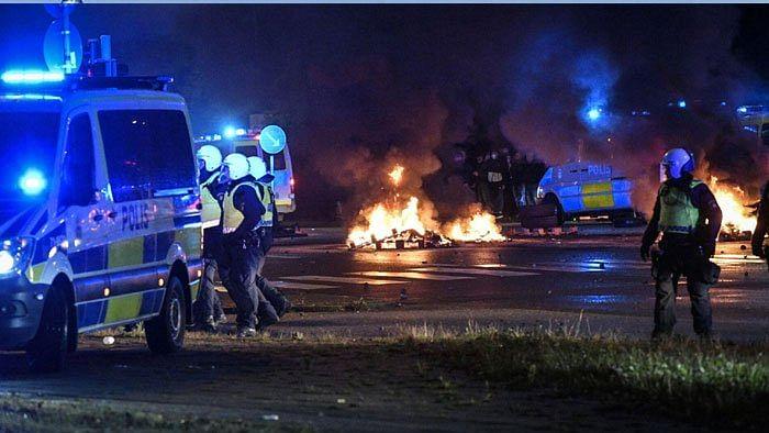 سویڈن میں قرآن پاک کی بے حرمتی پر فساد، پولیس اور مظاہرین میں تصادم