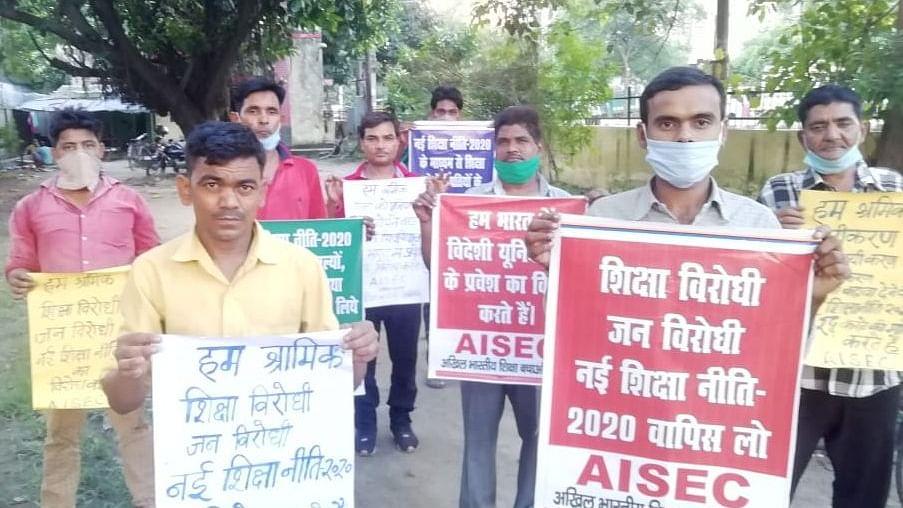 نئی تعلیمی پالیسی کے خلاف 'آل انڈیا سیو ایجوکیشن کمیٹی' کا احتجاج