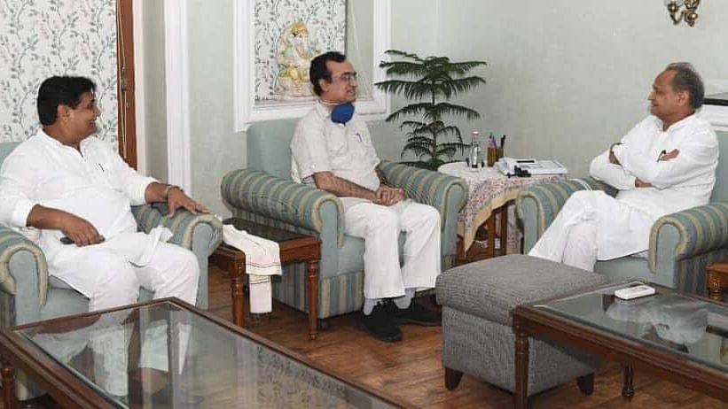 کانگریس کارکنان نے راجستھان انچارج اجے ماکن کا کیا پرجوش استقبال