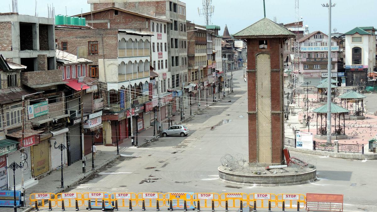 کشمیر میں دوسرے روز بھی کرفیو جیسی پابندیاں، ہر سو سناٹا