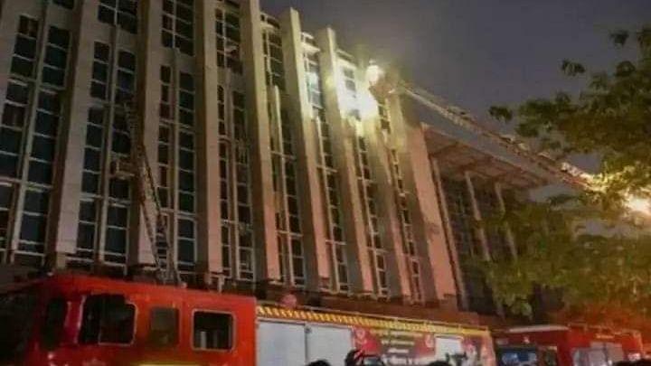 گجرات: احمد آباد کے کورونا اسپتال میں خوفناک آتشزدگی، 3 خواتین سمیت 8 مریض ہلاک