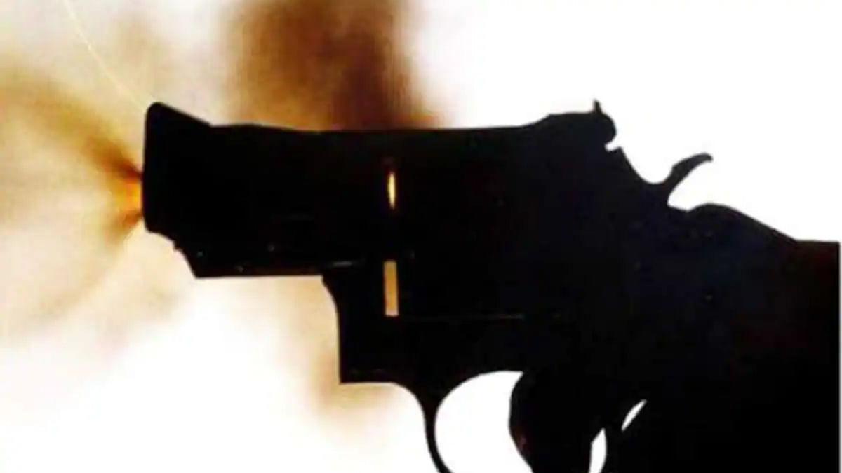 سری نگر میں سی آر پی ایف افسر نے خود کو گولی مار کر زخمی کیا
