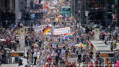 پابندیاں ختم کرو، برلن میں مظاہرہ