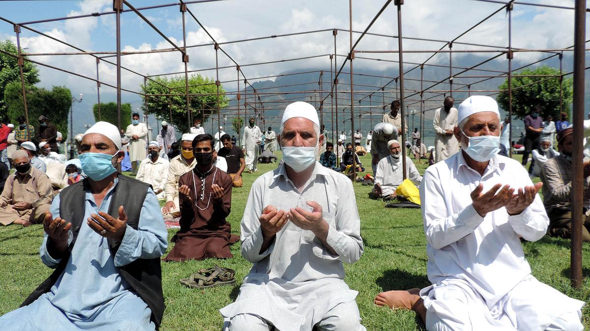 وادی کشمیر میں 'فرائیڈے لاک ڈاؤن' ختم، بیشتر مساجد میں نماز جمعہ کی ادائیگی
