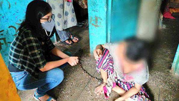 دہلی: 6 ماہ سے زنجیروں میں قید شوہر کے ظلم کی شکار خاتون ہوئی آزاد