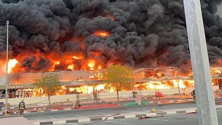 یو اے ای: امارت عجمان میں واقع مصروف بازار میں خوف ناک آتشزدگی