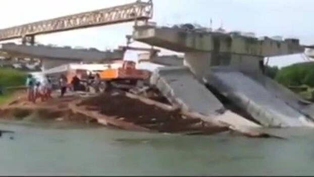 کیرالہ: زیرِ تعمیر پل کے چار بیم گرنے سے افرا تفری، کوئی جانی نقصان نہیں