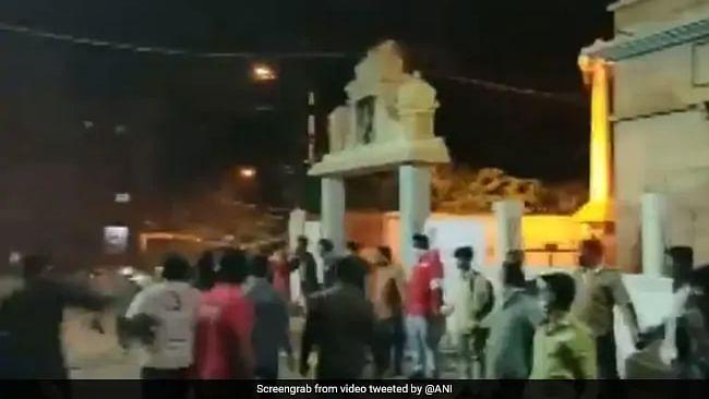 بنگلورو فساد: مسلمانوں نے پیش کی ہم آہنگی کی مثال، انسانی زنجیر بناکر مندر کی حفاظت