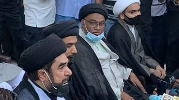 محرّم: حکومت کی گائیڈ لائن کے خلاف مولانا کلب جواد نے دیا 2 دنوں کا الٹی میٹم، دھرنے پر بیٹھے