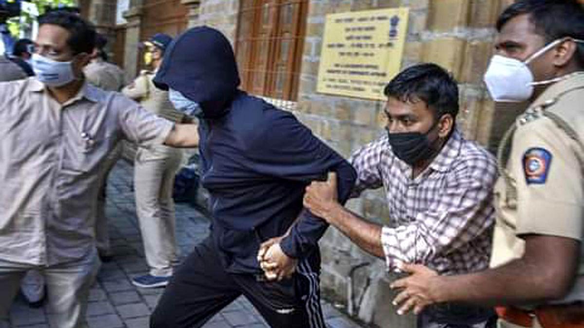سوشانت کیس: شووک اور مرانڈا کی ضمانت مسترد، پولیس تحویل میں دیئے گئے