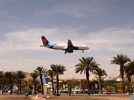 اسرائیل سے پہلی براہ راست تجارتی پرواز کی بحرین کے دارالحکومت منامہ میں آمد
